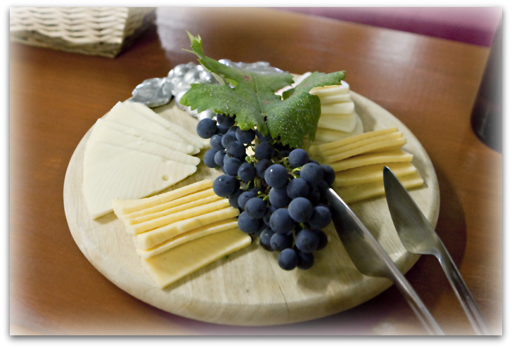 cheese & grapes-p