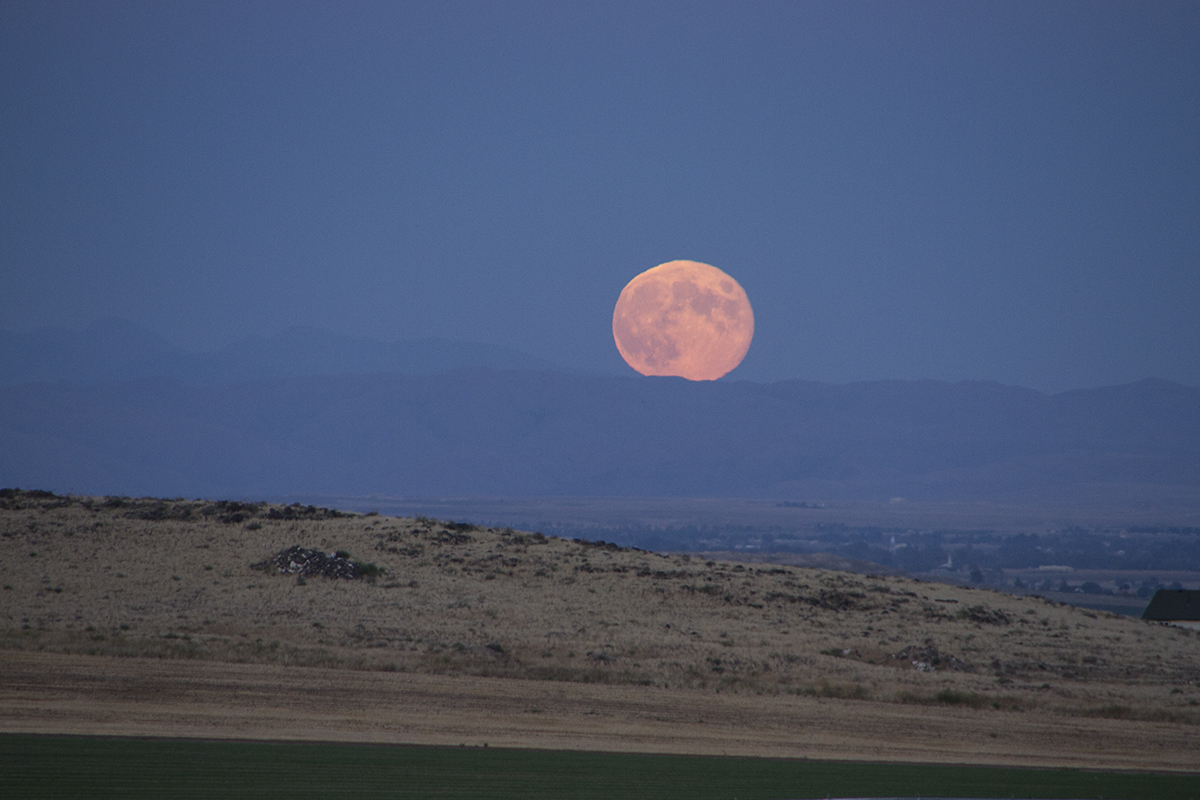 WINEormous Idaho moonrise